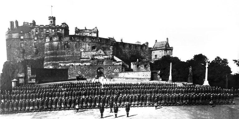 14 1914 Edinburgh Caslte Soldiers Rowsweb